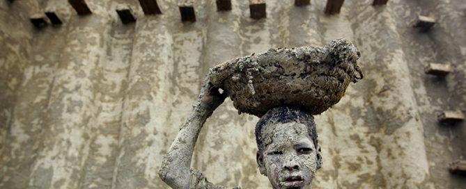 Lehmbauten in Mali in Gefahr