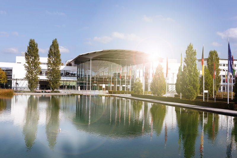 Ab 2018 verfügt die Messe München über 18 Hallen mit zusammen 200.000 Quadratmetern Ausstellungsfläche und rund 400.000 Quadratmetern Freigelände