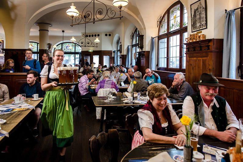 Gemütlichkeit auf bayerisch im Schneider Bräuhaus - Credit: Norbert Guentner
